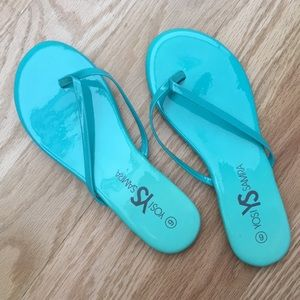 Shiny teal sandals